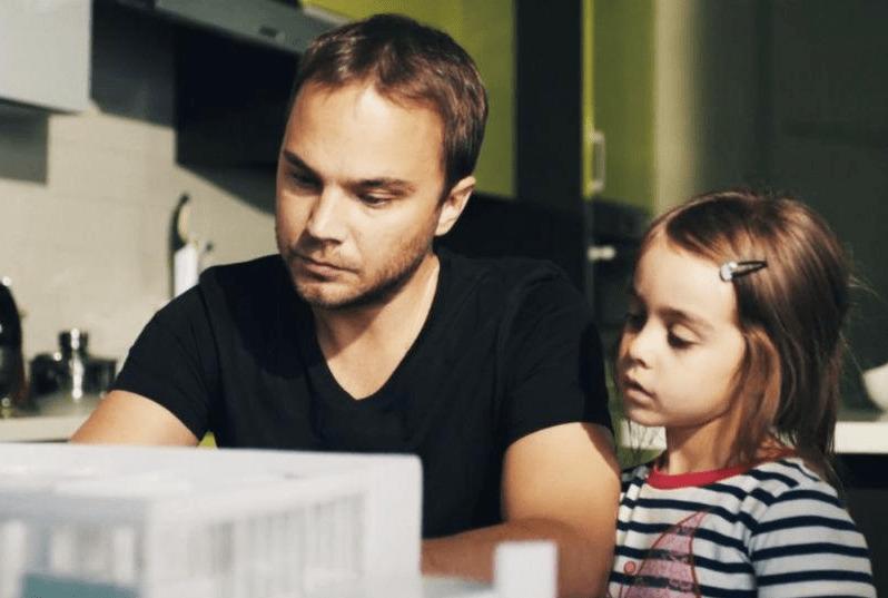Дочка взрослеет когда отец злится